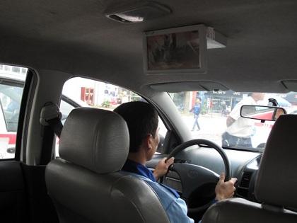 quang-cao-lcd-tren-taxi-2