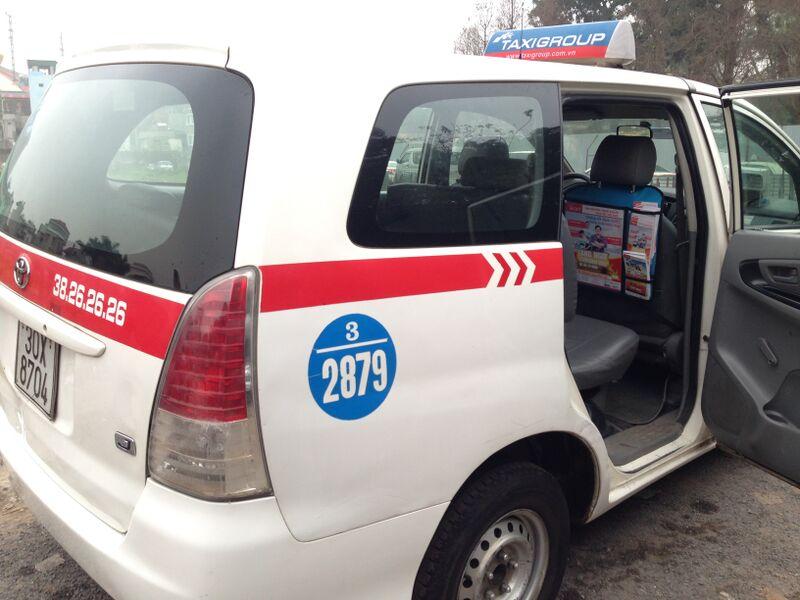 quang-cao-sau-lung-ghe-taxi-quangcaongoaitroi-org