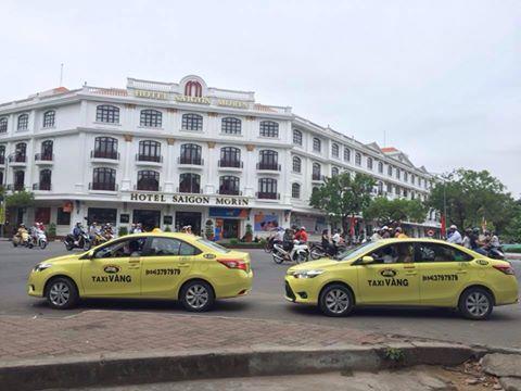 quang-cao-taxi-vang-1