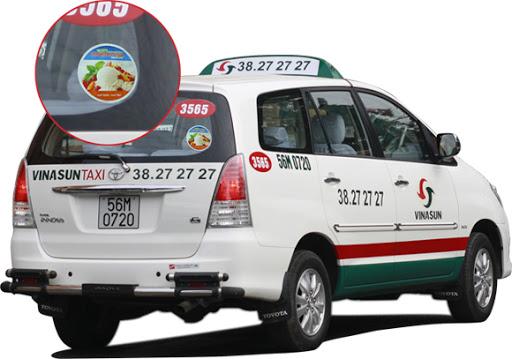 Quảng cáo trên kính xe taxi