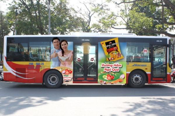 quang-cao-tren-xe-bus-