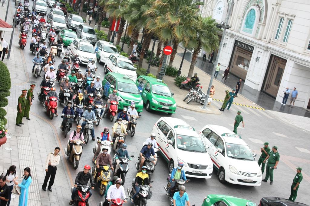 Quan điểm trái chiều về việc có nên nới lỏng cho taxi hay không?