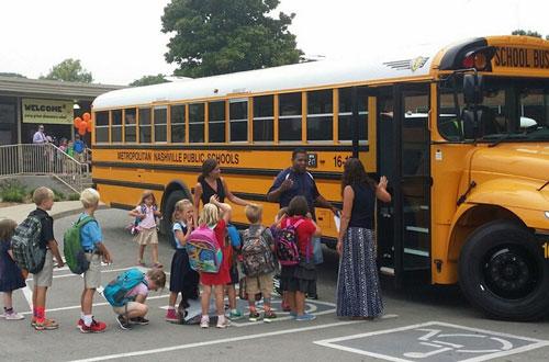 Mô hình xe buýt đưa đón học sinh (School bus) được áp dụng nhiều nước trên thế giới.