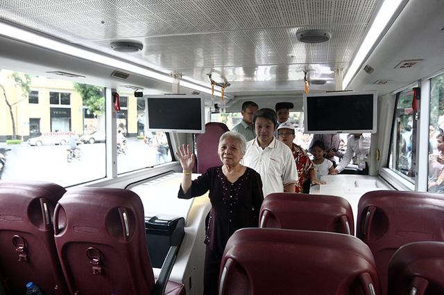 Dù là chuyến đi thử nghiệm dành cho các quan chức và cơ quan quản lí nhưng cũng có một số hành khách may mắn được phép tham gia chuyến đi này.