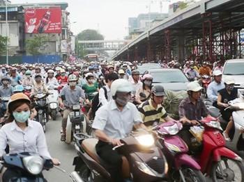 Hà Nội hiện có 5,6 triệu phương tiện giao thông và lưu lượng đã vượt thiết kế mặt đường.
