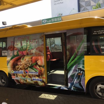 quang-cao-xe-bus-di-san-bay-2