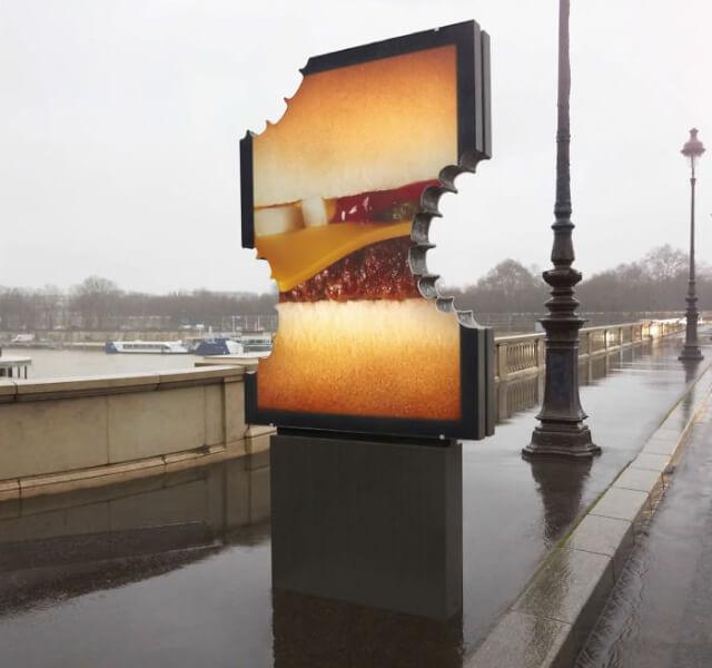 """McDonald's và những tấm biển quảng cáo bị """"cắn dở"""""""